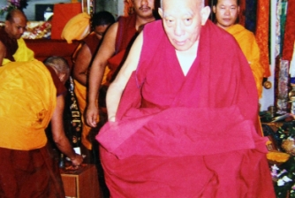 Puja of Great Compassion & Merit Increase, conducted by H.E. Lati Rinpoche on 28 Nov -1 Oct 2004.